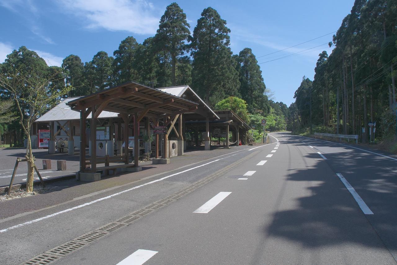 屋久杉自然館前の荒川登山バス乗り場の写真